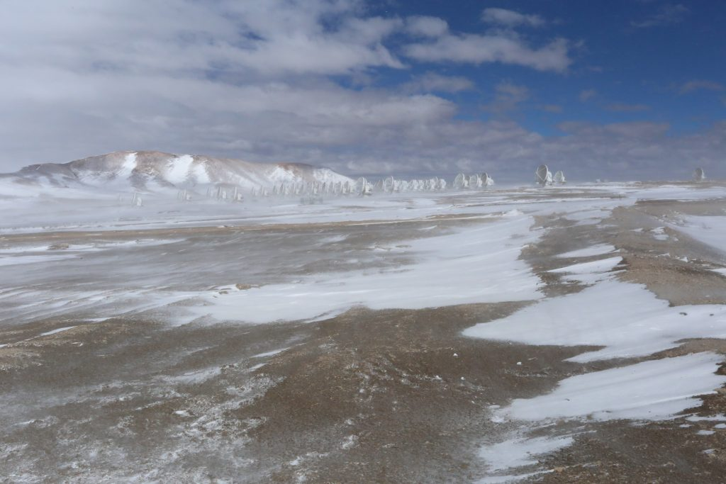 The ALMA antenna array on the Chajnantor plateau (Credit: J. MacArthur)